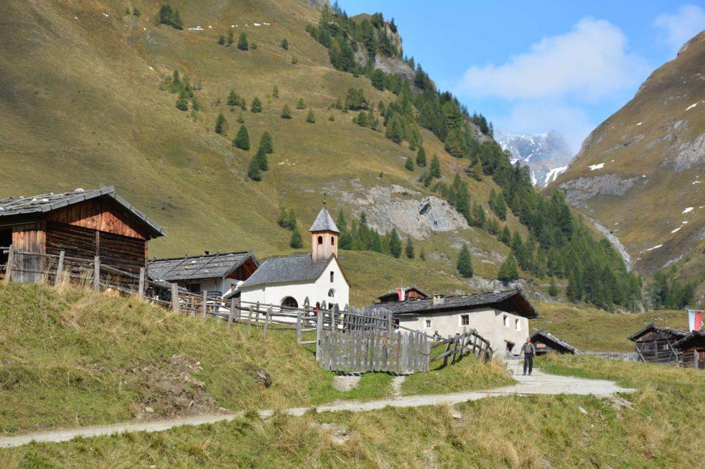 Von Brixen mountainbiken zum schönen Almdorf der Fane Alm