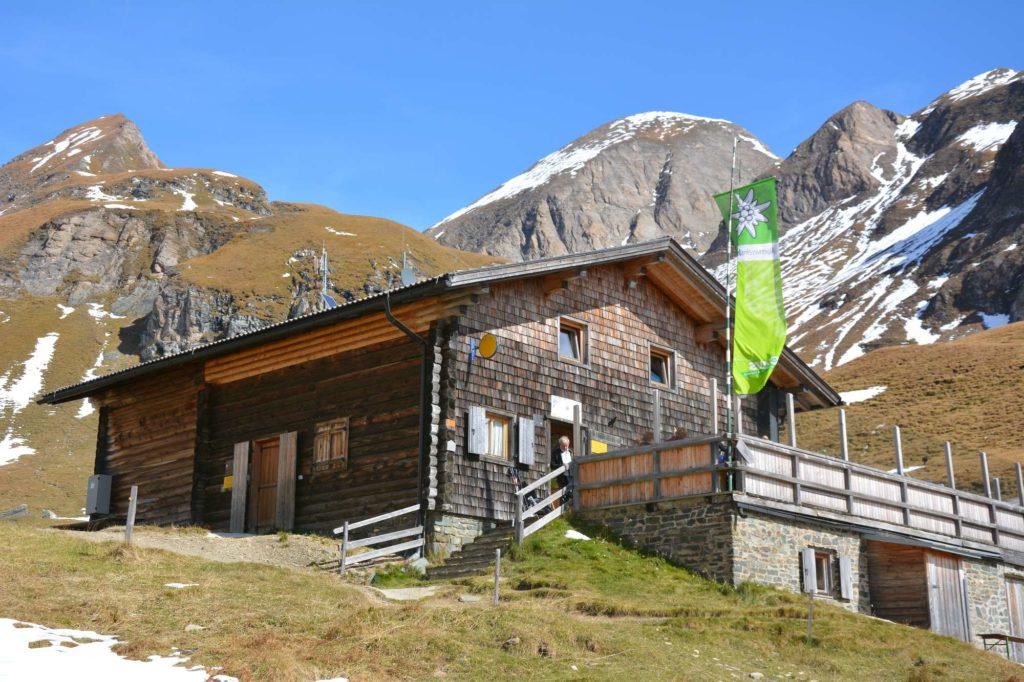 Wanderziel ab Fanealm - die Brixner Hütte in Südtirol