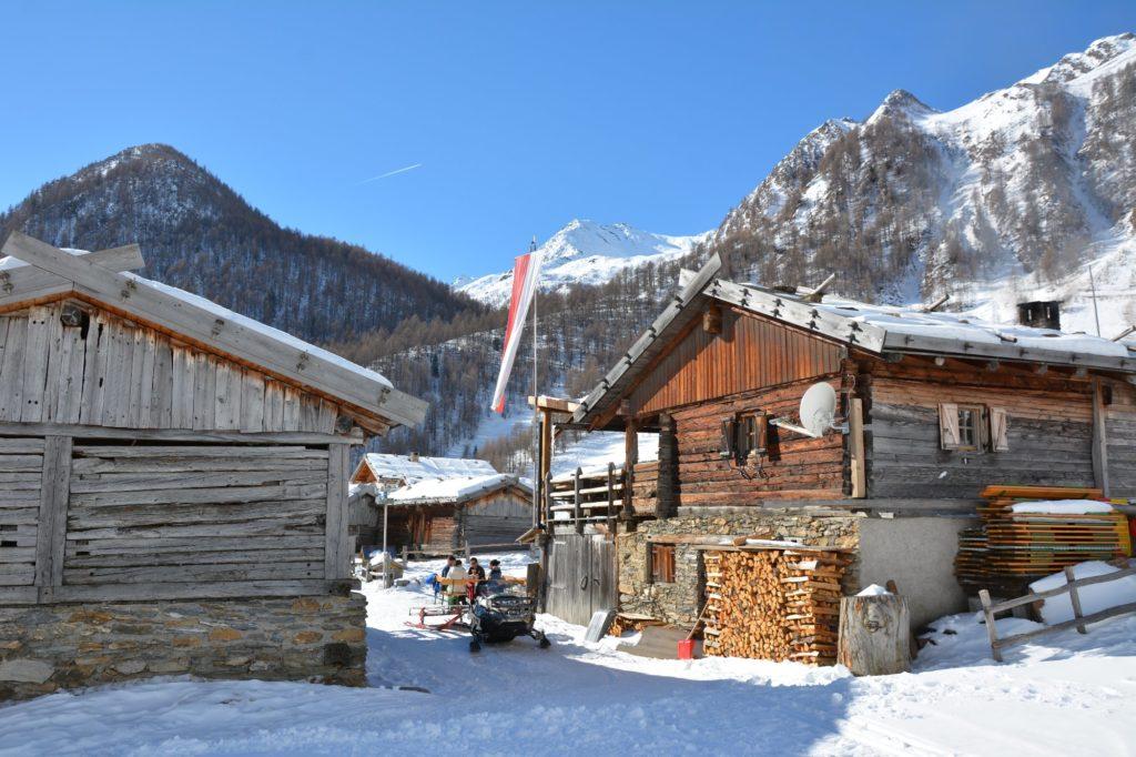 Im Winter kannst du auf der Fane Alm Skitouren gehen und danach auf der Hütte in den Pfunderer Bergen einkehren.