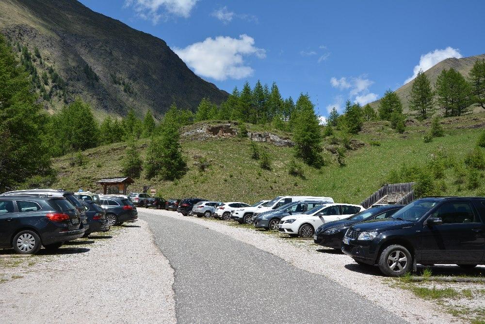 An den Wochenenden ist der Fane Alm Parkplatz voll